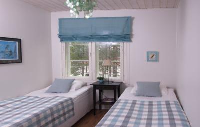 Levin lumienkeli Alppihuoneisto A6 alakerran makuuhuone